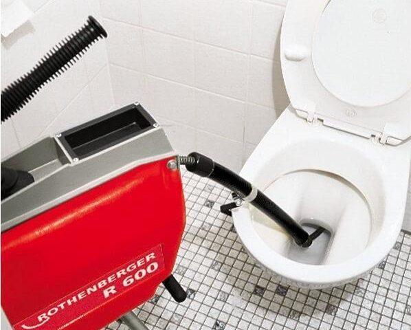 débouchage wc avec un furet électrique
