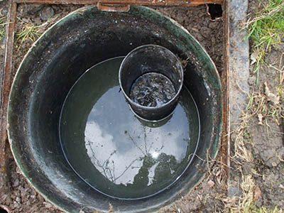 Une fosse septique bouchée